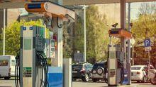 Крім світла і горілки, в Україні може здорожчати ще й бензин