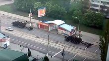 Луганськом проїхалась колона військової техніки – опублікували відео
