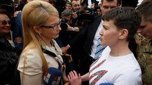 Стало відомо, чому Савченко відмовилась взяти квіти в Тимошенко