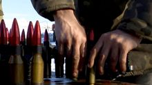 Журналісти зняли, як українці відбивають важкі обстріли бойовиків