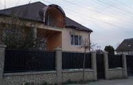 Обстріляли будинок екс-прокурора на Закарпатті: опубліковані фото