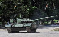 Турчинов показал танки, которые должны быть на вооружении в украинской армии