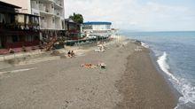 А туристи де? – в мережі показали нові фото пляжів окупованого Криму