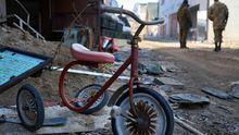 Боевики цинично обстреляли Марьинку: ранены женщины и дети