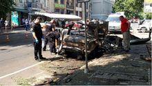 Авто вибухнуло і центрі Одеси: вибухова хвиля винесла вікна в кафе