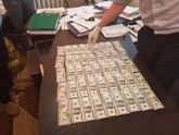 Луценко похизувався впійманим хабарником: фото
