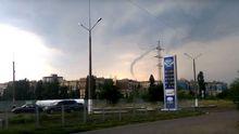 Кривим Рогом пронісся шторм: місцеві публікують фото смерчу та масивного граду