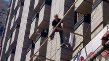 Мужчина хотел выпрыгнуть из отеля на Крещатике: появились детали о нем