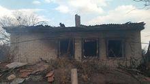 Боевики обстреляли поселок в Донецкой области, несколько домов сгорели дотла: фото