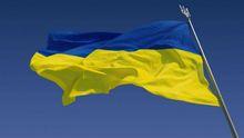 Фотофакт: В оккупированном Донецке развернули сине-желтый флаг