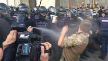 Головні новини 18 жовтня: штурм наметового містечка у Києві, джип влетів у натовп у Харкові