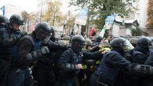 Силовики напали на протестующих в Киеве, – Соболев