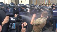 Віче у Києві: сутички між активістами та правоохоронцями, силовики застосували газ