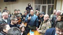 Суд у справі комбата ОУН Коханівського: сутички з поліцією, розтрощені меблі, постраждалі