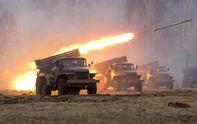 """Танки, гаубицы, """"Грады"""" и БМП: боевики стягивают к линии соприкосновения тяжелую технику"""