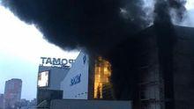 У Києві горить торговий центр: фото масштабної пожежі