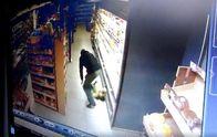 Чоловік впустив дитину на підлогу у супермаркеті: приголомшливе відео