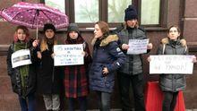 Скандал навколо номера 95 Кварталу: активісти влаштували акцію під стінами 1+1