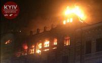 У центрі Києва масштабна пожежа: фото та відео з місця події