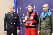 Як 19-літній фельдшер рятував поліцейських під вогнем під час перестрілки в Одесі: історія героя