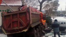 Під Києвом вантажівка рознесла ресторан: фото