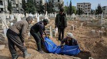 Опустошение и смерть: в Сирии авиаударами убили более 400 человек