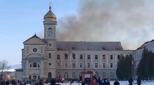 В Хирове на Львовщине горит бывшая воинская часть: фото и видео