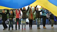 У Львові півтисячі волонтерів зібралися на живий ланцюг