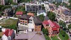 Одіозні сусіди: хто мешкає поруч з Порошенком