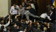 Чому депутати вирішують суперечки бійками?