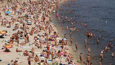 В разгар лета на всех пляжах Киева категорически запретили купаться