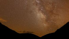 Метеоритный дождь Персеиды в августе 2017: увлекательные фото звездопада