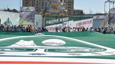 Объединиться для победы над Россией: самый большой флаг Ичкерии развернули в Киеве