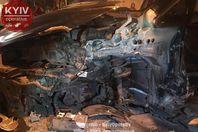 Пьяный водитель растрощил свой автомобиль, влетев в столб в Киеве: есть фото