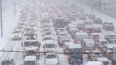 Перший сильний снігопад: Київ зупинився у заторах