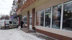 У Києві чоловік наручниками прикував свого квартиранта: обурливі деталі