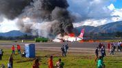 Пасажирський літак загорівся під час приземлення: з'явилося відео