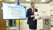 """""""Считаем дни"""": Луценко рассказал, чем занимается в День Конституции"""