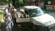 Мать в ужасную жару оставила младенца в авто и пошла по делам