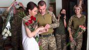 Весілля на фронті: як у прифронтовій Авдіївці побралися військові-молодята