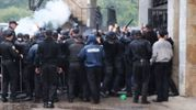 Футбольні вболівальники влаштували сутички з поліцією у Івано-Франківську: відео