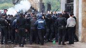 Футбольные болельщики устроили столкновения с полицией в Ивано-Франковске: видео