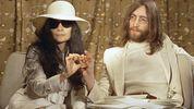 Вдова Джона Леннона отсудила колоссальные суммы за продажу лимонада John Lemon