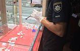 """Вооруженные злоумышленники  """"обчистили"""" ювелирные киоски в Херсоне: есть фото"""