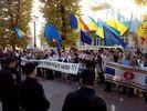 Представители румынской общины пикетируют здание Черновицкой ОГА