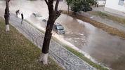 Центральну вулицю у Києві залило окропом