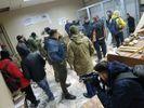 Как прошла ночь в зале суда над Коханивским, где забаррикадировались активисты: фото и видео