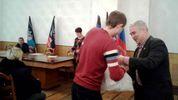 """Дожили: в оккупированном Донецке шахтеров торжественно """"наградили"""" пакетами с едой"""