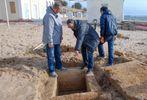 На пляже в оккупированной Евпатории прохожий случайно нашел древнюю могилу
