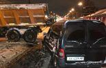 У Києві снігоприбиральна машина влаштувала ДТП, постраждала дитина